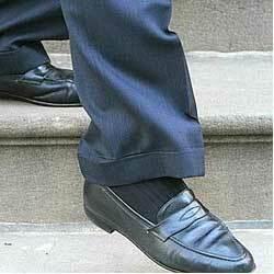 Một trong hai đôi giày 10 năm tuổi của Bloomberg. Ảnh: NYPost.