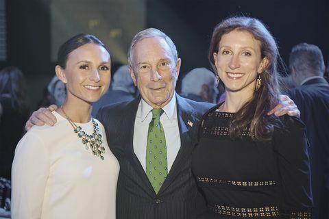 Bloomberg và hai cô con gái, Emma (bên trái) và