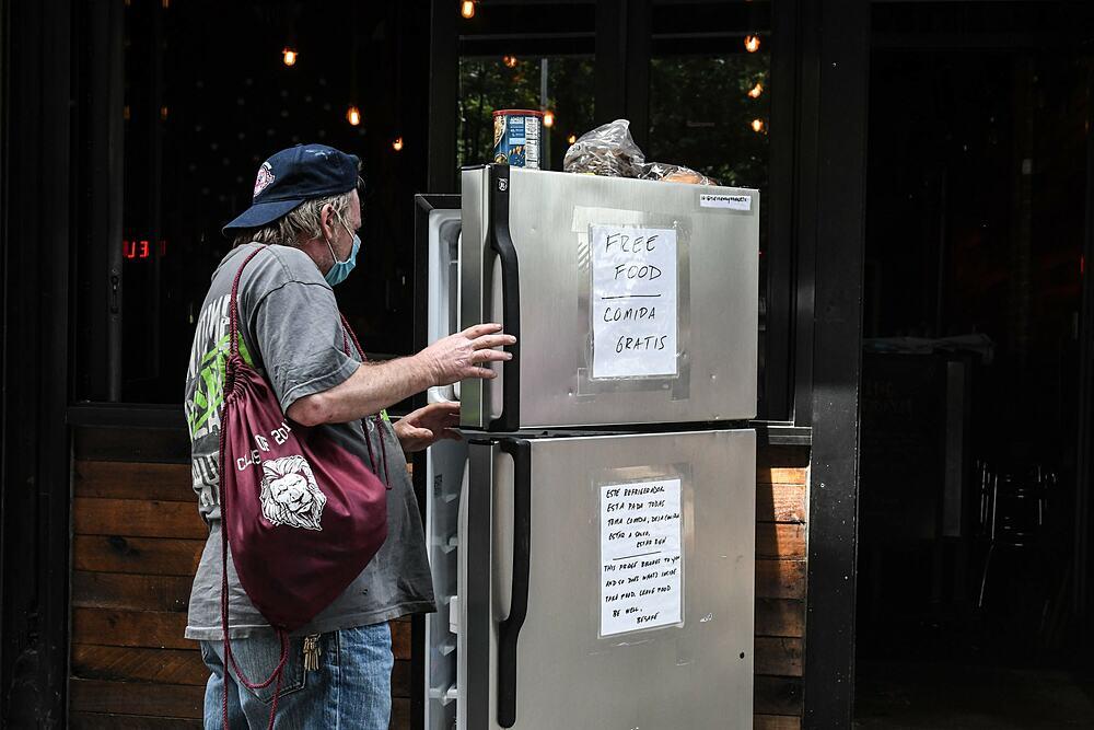 Một chiếc tủ lạnh thân thiện ở Bronx. Ảnh: New York Times.