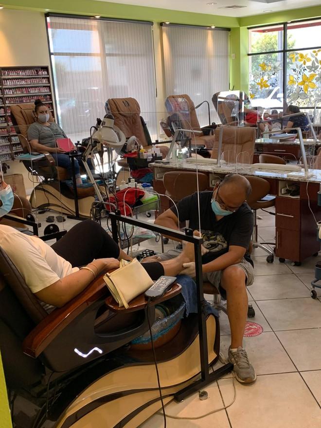 Việt kiều Mỹ: Tiệm nail California ùn ùn khách khi Thống đốc lệnh đóng cửa trở lại - ảnh 2
