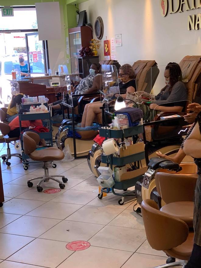 Việt kiều Mỹ: Tiệm nail California ùn ùn khách khi Thống đốc lệnh đóng cửa trở lại - ảnh 3