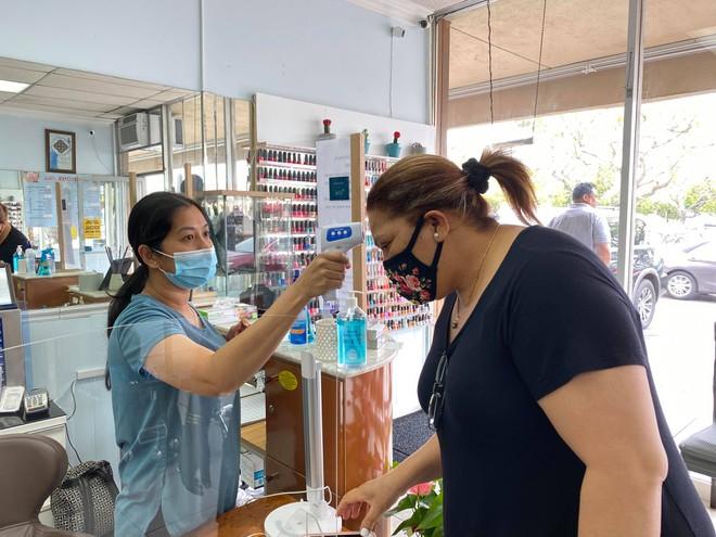 Việt kiều Mỹ: Tiệm nail California ùn ùn khách khi Thống đốc lệnh đóng cửa trở lại - ảnh 8