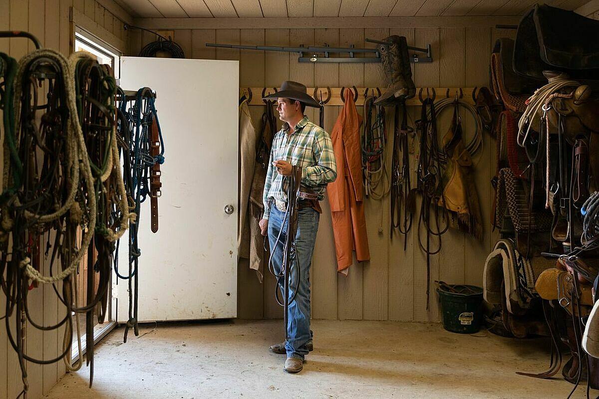 Neal Wanless 34 tuổi trung thành với ước mơ làm nông trại dù trúng số độc đắc. Ảnh: WSJ.
