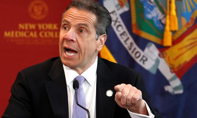 Thống đốc New York Andrew Cuomo tại cuộc họp báo hôm 7/5. Ảnh: Reuters.